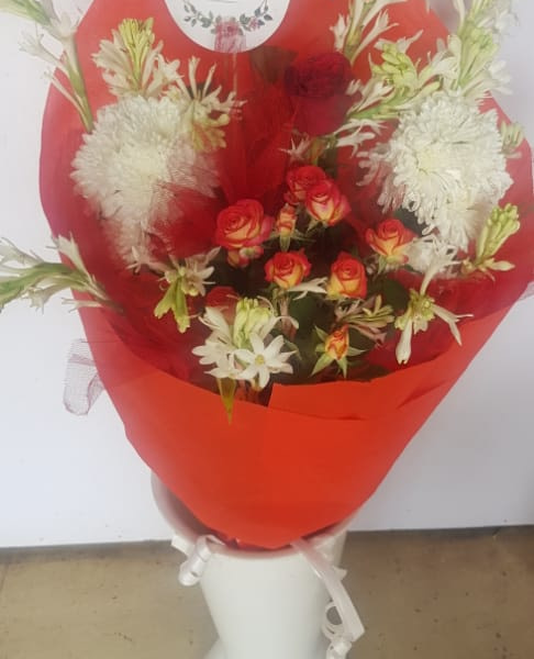 Delivery of Combination of Love Flowers in Pakistan