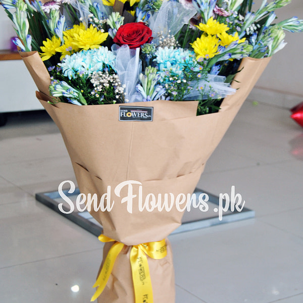 Delivery of Combined Flowers Love Rose in Pakistan