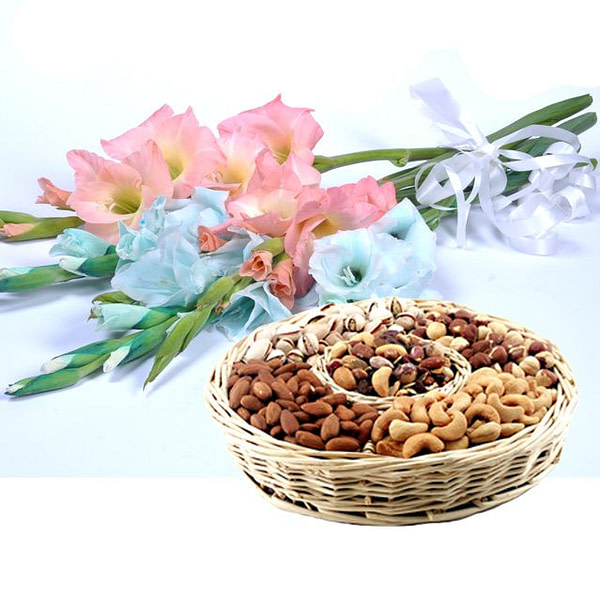 Bouquet With Dry Fruit Basket - SendFlowers.PK