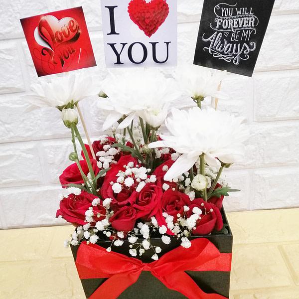 Reddish Love Gifts - SendFlowers.PK