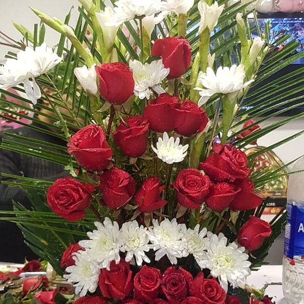 Game of Roses not game of thrones. Flowers delivery in Lahore, Islamabad, Karachi from Germany