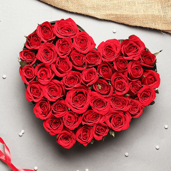 Heart of Roses - send flowers to Lahore pakistan